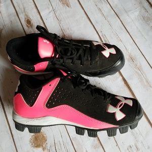 Girls Under Armour Softball Cleats. EUC.